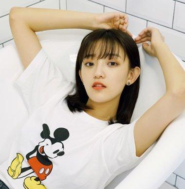 婴儿肥女生想瘦脸换款发型就行了 2018婴儿肥女生梳齐刘海超显脸小
