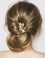 典雅高贵新娘发饰不必太张扬 精致闪亮的小发饰更显圣洁唯美
