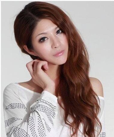 中年女士秒变年轻烫发启关键作用 选对发型让你一鸣惊人的长卷发