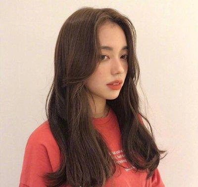 韩系女生温柔感大卷烫发设计 做名媛淑女少不了蓬松灵动中长卷发