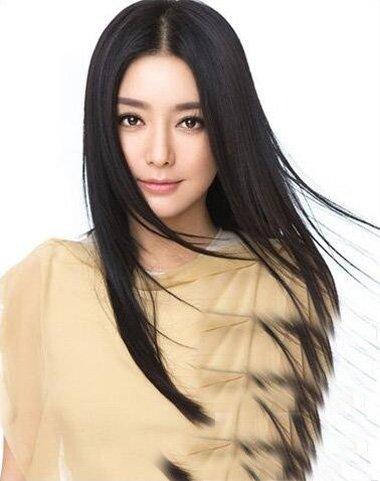 菱形脸女生秋冬超流行的直发打造 颜值度增加无上限的披散造型