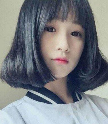 备受中小学生推崇的头型是内扣卷 波波头与齐肩发都能用的少女内扣发型