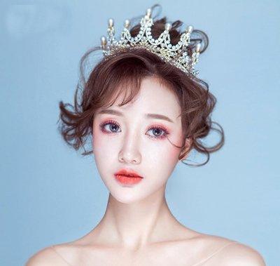结婚戴皇冠造型不要太老气 2019新娘戴这几顶皇冠才够闪亮耀眼