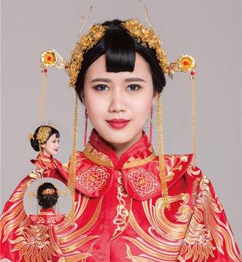 中国新娘结婚穿秀禾服是传承 长发新娘秀禾服齐刘海发型扎法步骤