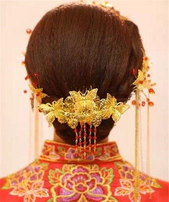 甜美圆脸新娘结婚穿秀禾服喜庆娇美 秋季新娘长发秀禾造型图解学