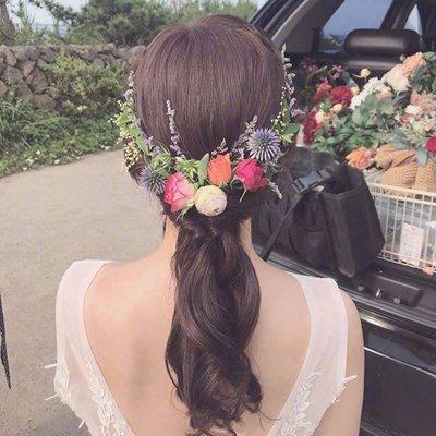 韩式女生花朵扎发也太仙太美了吧 为以后的艺术照、婚纱照马住!