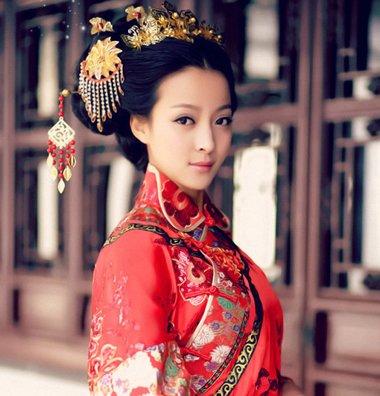 发量少新娘结婚穿秀禾服 梳这几款中国风无刘海发髻最适合发型