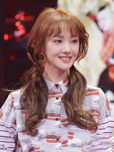 韩系时尚风编扎发总有一款适合你 女生外翻卷刘海美出了新天地
