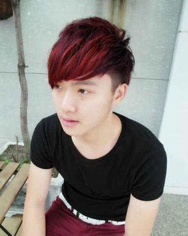 男生韩式短卷发染神秘头发颜色系 各种帅气卷头发撑起较大场面