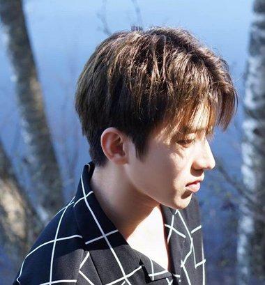 暖光系列男生发型可不止是漂染 秋季男生染发把低调打成温暖牌