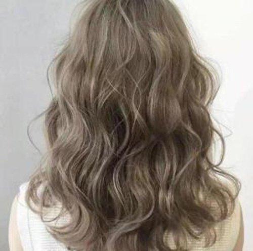 秋季头发干枯毛躁怎么补救 换季头发干枯毛躁女生赶紧用精油护发吧
