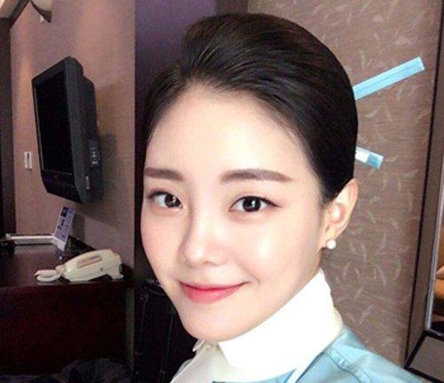 韩国空姐从服装到发型都带有民族色彩 韩国空姐盘发原来是这么盘的