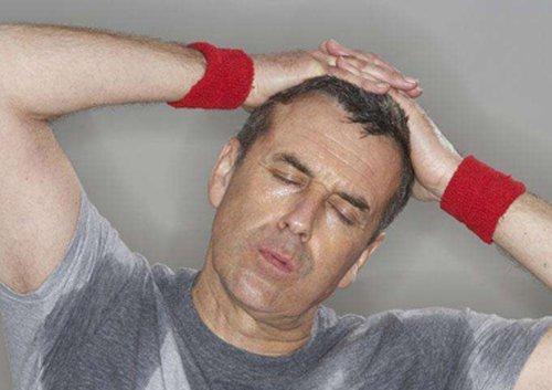 男生经常掉头发都秃了怎么治疗有效 男生治疗掉发偏方很多选择要谨慎!