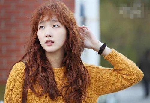 唯美动人鸡蛋卷发型时尚不臃肿 韩式风格女烫发魅力无法阻挡