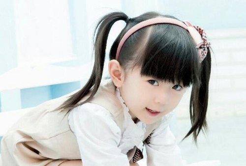 别因为孩子年龄小就不给留头发 小孩子能做的扎头发教程buff可爱气质
