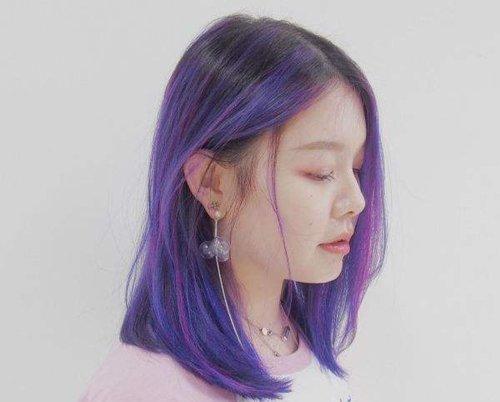 女生蜡染紫蓝色头发抢眼极了 2019女生蜡染发色大全张扬绚丽