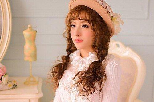 日式可爱扎发抢镜学生妹风发型 巧用辫子及发色提高人气发型
