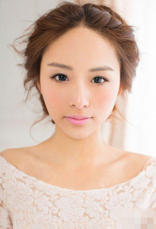 女生韩系清新时尚盘发发型设计 时尚成为关注焦点女生编盘发