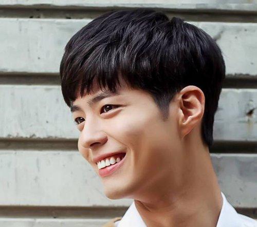 被韩版男生紧抓不放的盖头发型 有掏空效果才让盖头更流行