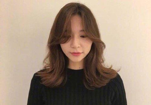 长了珍贵鹅蛋脸就千万别浪费 韩国女孩梳卷发如何加深鹅蛋脸映像