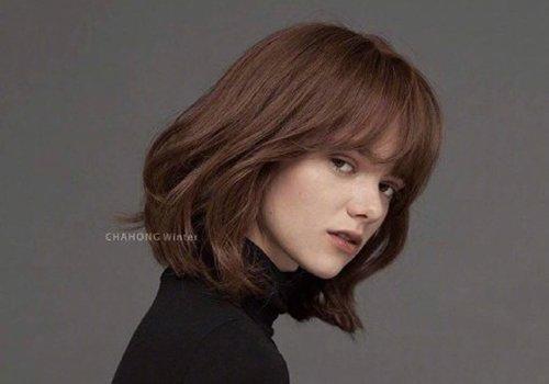 秋冬季疯狂剪齐肩发棕色最能提气色 染发颜色也要根据季节调整