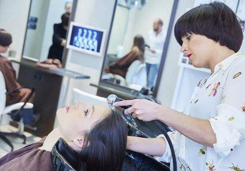 给头发做柔顺前洗头好吗 女生美发店头发做柔顺步骤详解