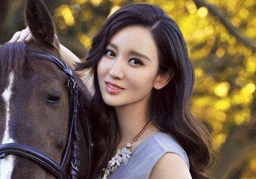 女生侧分刘海不在乎长短都很修饰脸型 时下最火女生侧分刘海定型技巧分享