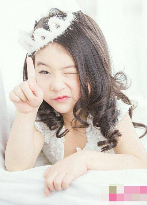 小女生娇俏可爱韩系梨花卷发型 主打少女风采卷烫头发细腻设计