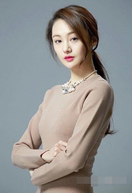 瓜子脸女生扎小辫子萌翻可爱 韩式甜美辫子凸显少女风情潮发型