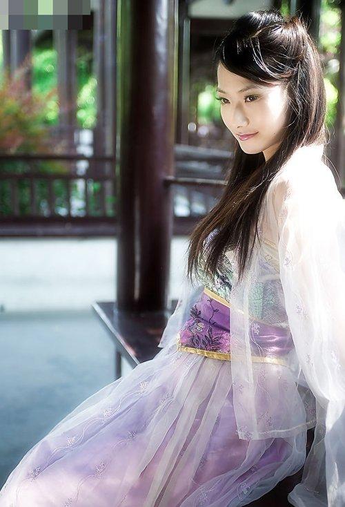 古典美半扎盘发打造出百变风 中国古代女子扎婉约文静美发