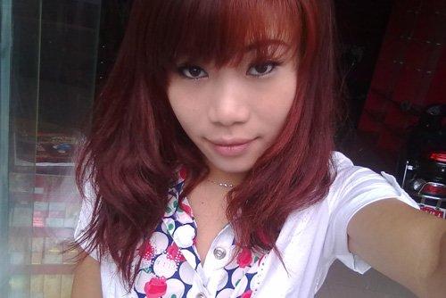 偏黑女生染红铜色头发提亮肤色 女生长头发烫发梢卷超显美丽