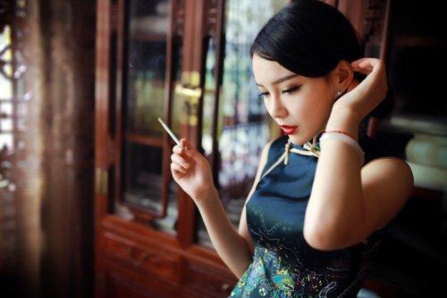 教女生们适合旗袍的发型扎法 多种风格教程扎发为你解答技巧