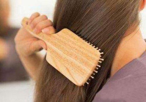 护不住了!头发少又掉怎么办? 日常梳发注意这几点减少脱发显发量