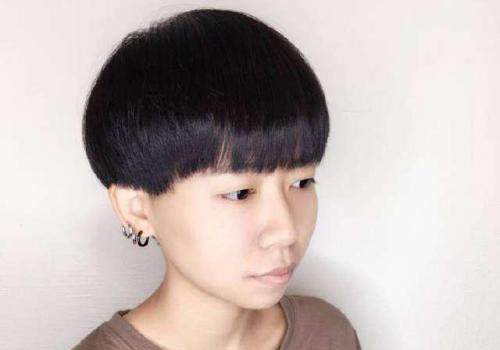 女生剪了蘑菇头发型会很丑吗 2018世界杯体育投注网站蘑菇头发型给女生开辟新风格