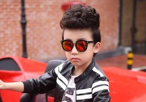 """""""酷""""就是小男孩2018世界杯体育投注网站有型的理由 学做儿童发型光会剪是不够的"""