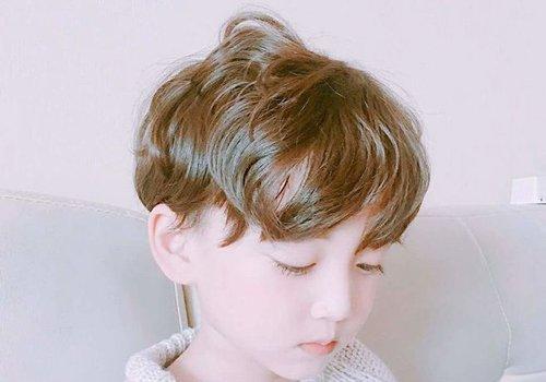 简单的男宝宝剃头发型图片 男宝2018世界杯体育投注网站剪法款型才是难点