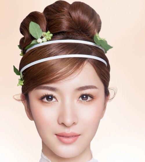 鲜花发饰在新娘发型中过时了吗 新娘发型大赛小清新发型将鲜花当做救主