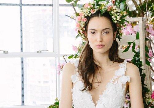 春天要结婚的新娘子试试自然向发型 设计圈最流行的春季新娘发型上线了