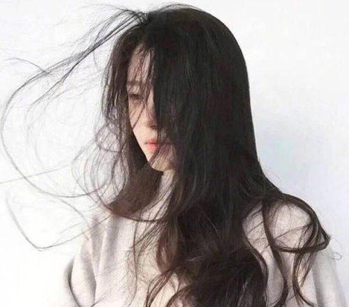 别只想着脸要美就要从头开始 新春整理一头乱发还需卷发衬风格