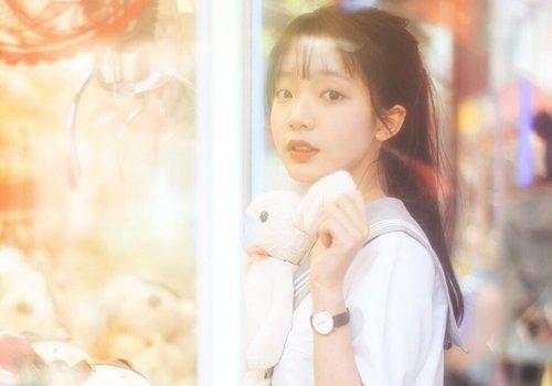 校园女生扎马尾辫有心计才出众 流行韩式女学生马尾辫扎法学习