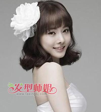 梨花头   也是一款很时尚的发型,在额前留薄薄的   齐刘海