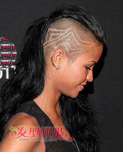 女生也疯狂 莫西干发型比男生还酷图片