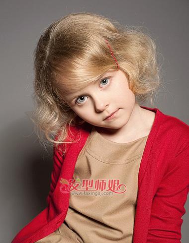 小女孩儿可爱短卷发 营造甜美洋气小甜心图片
