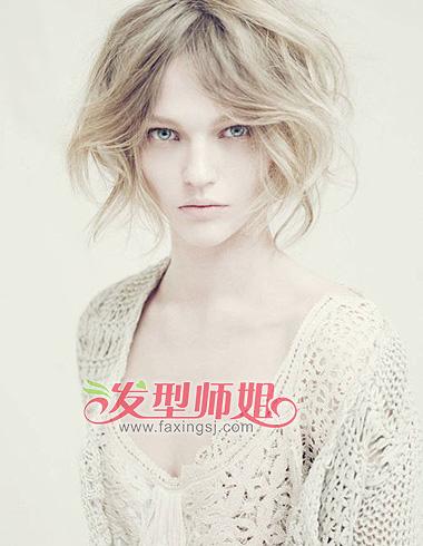 秋天短发怎么选 蓬松卷发显活泼图片