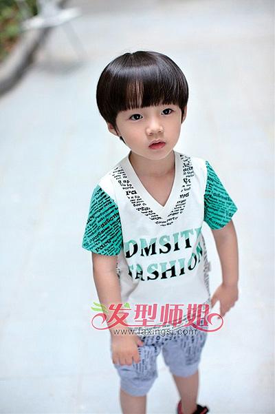 发型设计 儿童发型 >> 日韩男童发型 小男孩短发发型图片(2)  这款小图片