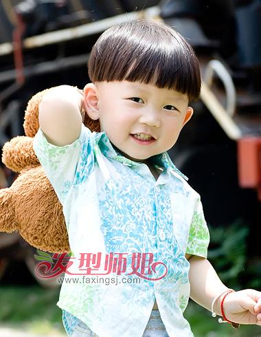 看上去活泼可爱的小男孩发型有哪些呢