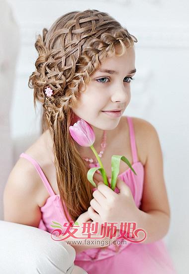 儿童发型蜈蚣辫的编法 竖