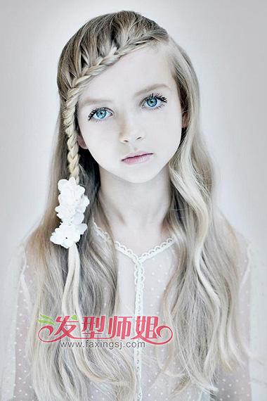 儿童发型蜈蚣辫的编法 半披蜈蚣辫发型图片 4 发型师姐
