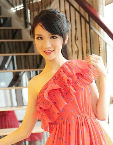 斜刘海扎马尾发型 斜刘海的简单马尾扎法(2)