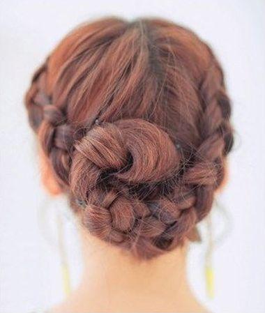 中分怎么编头发 手把手教编头发步骤(5)